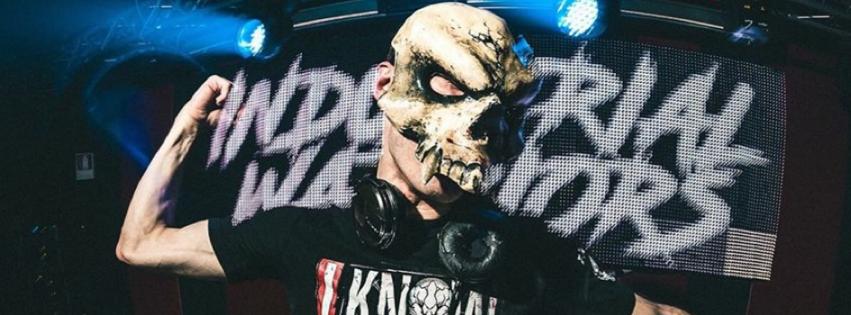 F. Noize indignado en Facebook por las retroalimentación que proporciona a los nuevos talentos por sus canciones y da consejos para que todo fluya en las conversaciones.